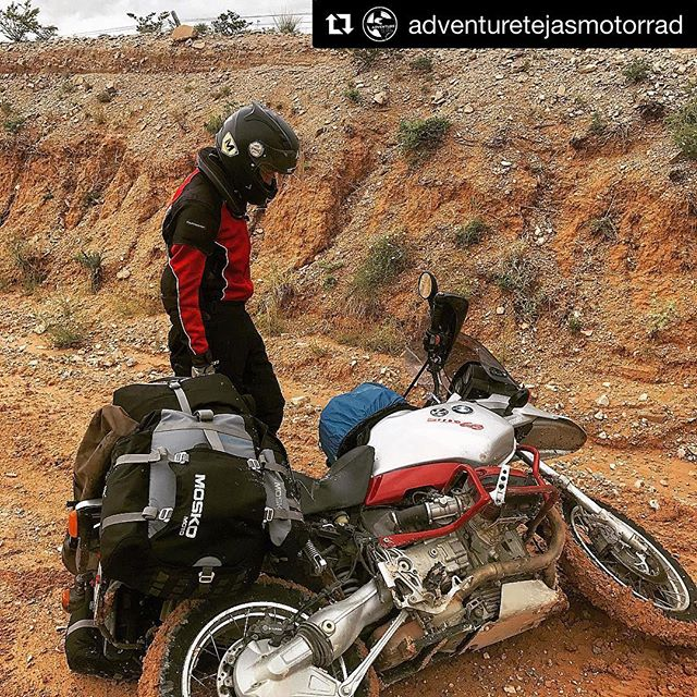 I spy with my little eye a MotoScreenz sticker 🧐. @adventuretejasmotorrad guide @scavazos trying to figure out what just happened. #Repost @adventuretejasmotorrad ・・・ Comment with the best emoji describing this picture 🤭😴🤕💩☠️👏🏼👍🏼👇👇👇👇