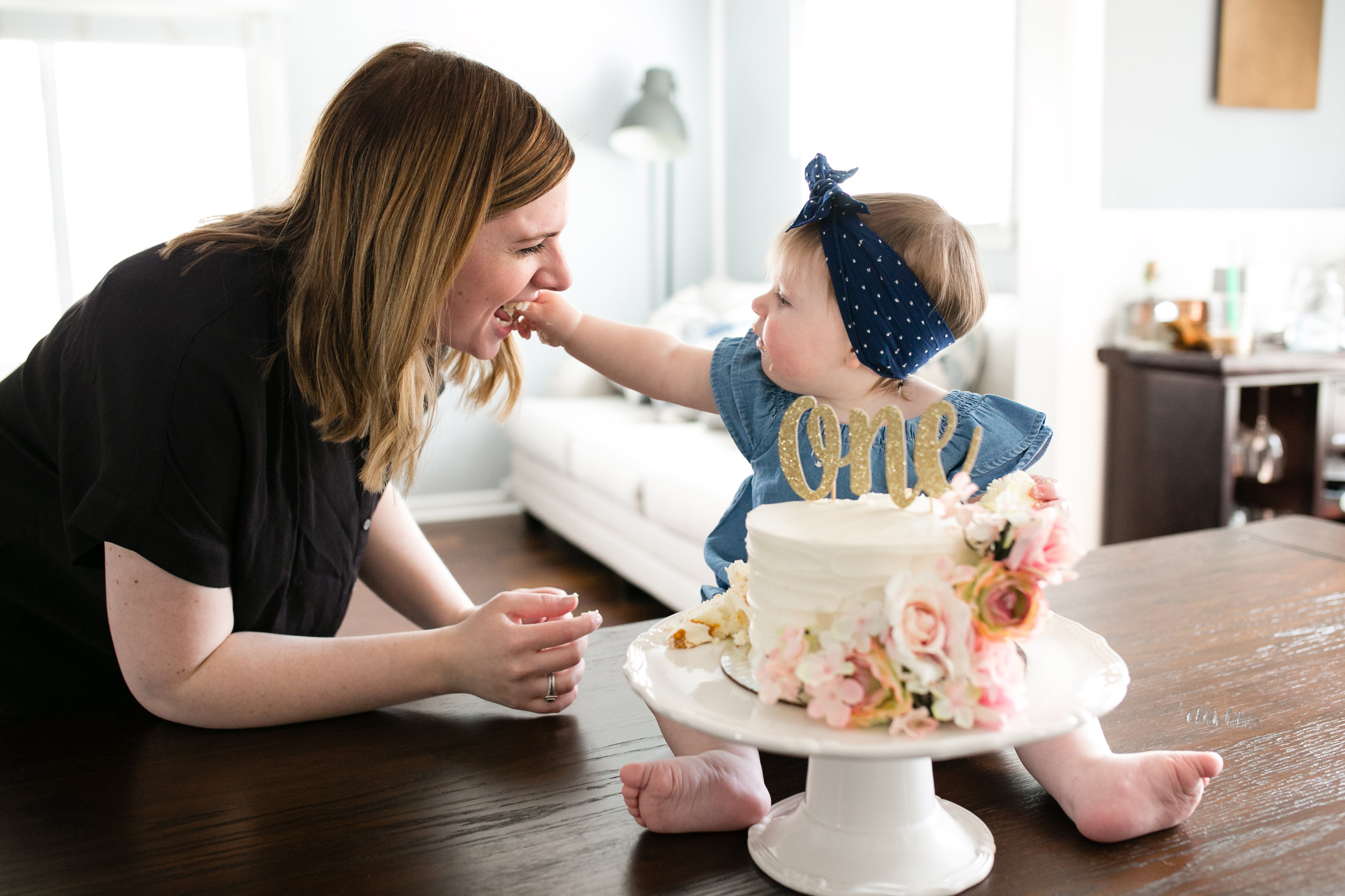 one year old cake smash photography