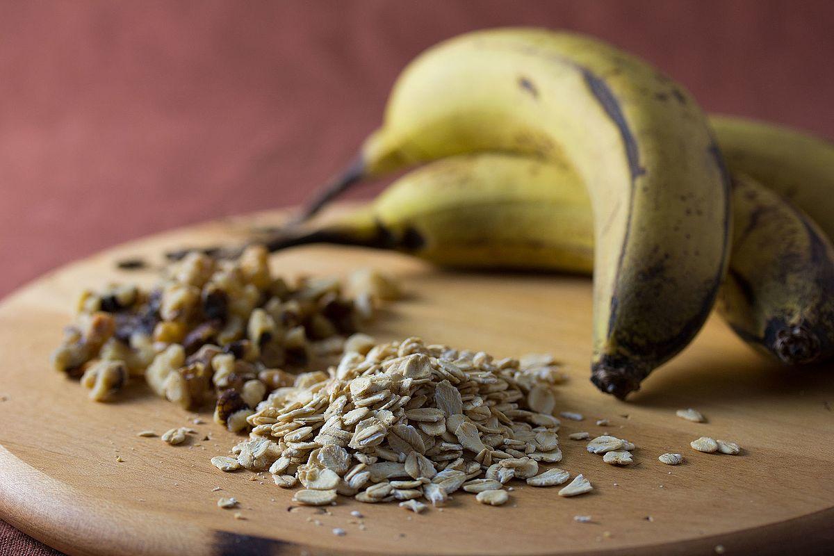 Bananas,_Walnuts_and_Oats_(6808325110).jpg