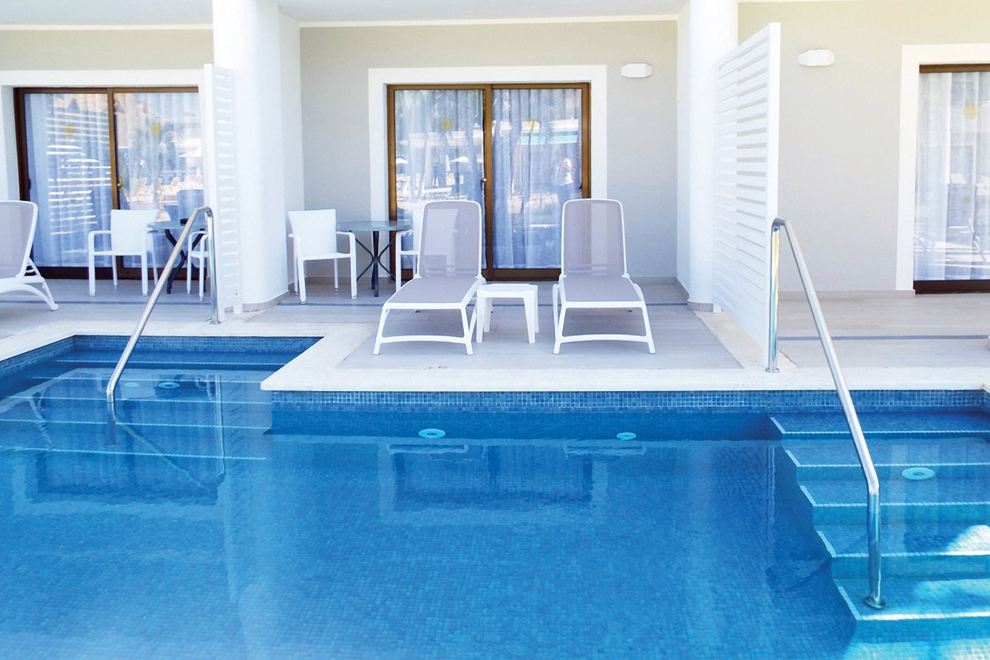 PUJ-Luxury-Bahia-Principe-Ambar-Room-Swim-Up-002.jpeg