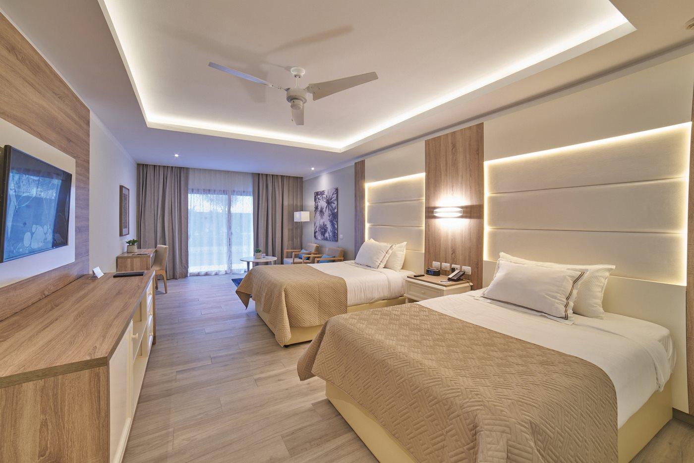Luxury-Bahia-Principe-Ambar-Room-001-Junior-Suite.jpeg