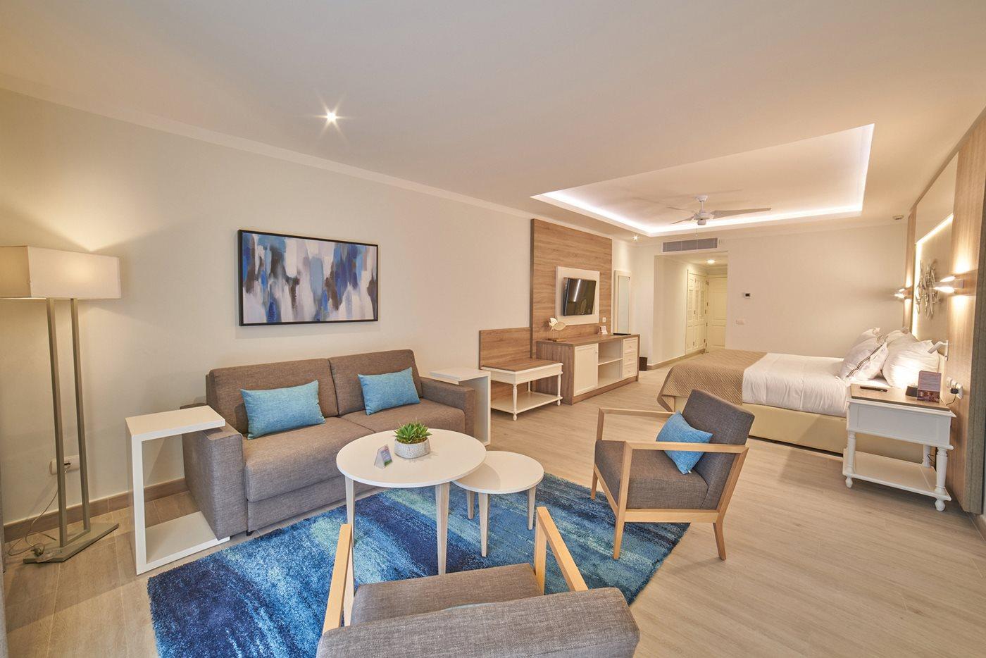 PUJ-Luxury-Bahia-Principe-Ambar-Blue-Room-Junior-Suite-Swim-Up-001.jpeg