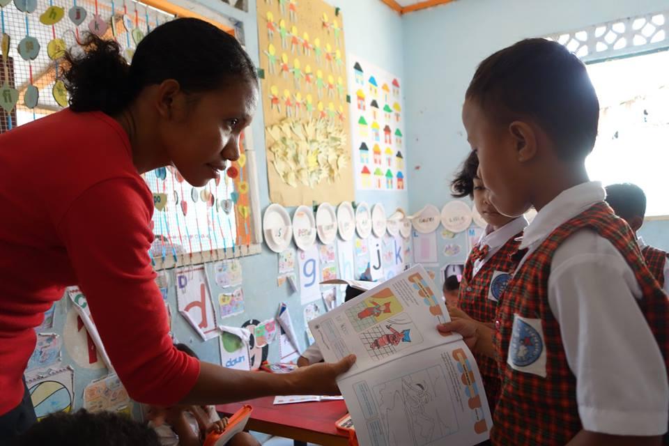 Eugnia Muda, the teacher hired in Batam thanks to Karen