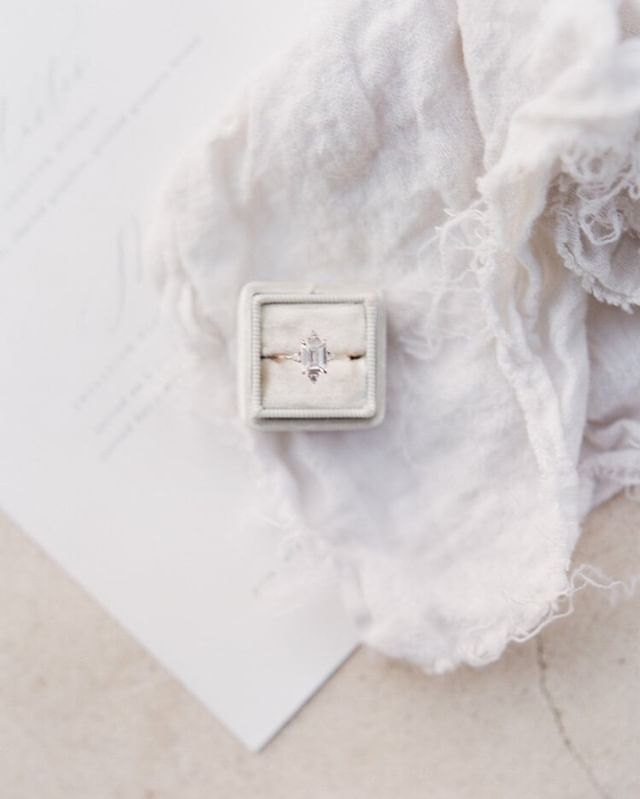 """There comes a moment when the silence between two people can have the purity of a diamond"" -Philippe Djian⠀⠀⠀⠀⠀⠀⠀⠀⠀ .⠀⠀⠀⠀⠀⠀⠀⠀⠀ .⠀⠀⠀⠀⠀⠀⠀⠀⠀ Photography @megfishphoto #megfishphoto⠀⠀⠀⠀⠀⠀⠀⠀⠀ .⠀⠀⠀⠀⠀⠀⠀⠀⠀ .⠀⠀⠀⠀⠀⠀⠀⠀⠀ #fineartwedding #elegant #simple #engagementring #weddingring #eventplanner #eventdesign #florist #wedding #fineartwedding #bridal #brides #wedding #weddinginspiration #weddinginspo #oregonwedding #californiawedding #weddingplanner #weddingplanning #prettylittlething #lovely"
