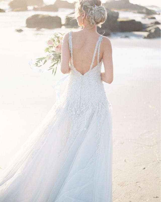 the golden coastal hues. // it's been snow + rain the past few days, but the lighting + blooms of spring are near!⠀⠀⠀⠀⠀⠀⠀⠀⠀ .⠀⠀⠀⠀⠀⠀⠀⠀⠀ .⠀⠀⠀⠀⠀⠀⠀⠀⠀ Photography @emilykirstenphoto⠀⠀⠀⠀⠀⠀⠀⠀⠀ Model @jacquelynnkayy⠀⠀⠀⠀⠀⠀⠀⠀⠀ Makeup Artist @whitneyaudramakeup⠀⠀⠀⠀⠀⠀⠀⠀⠀ Jewelry @edenluxebridal⠀⠀⠀⠀⠀⠀⠀⠀⠀ Dress @allurebridals⠀⠀⠀⠀⠀⠀⠀⠀⠀ Florals @thebloomandco⠀⠀⠀⠀⠀⠀⠀⠀⠀ Lab @goodmanfilmlab⠀⠀⠀⠀⠀⠀⠀⠀⠀ .⠀⠀⠀⠀⠀⠀⠀⠀⠀⠀⠀⠀⠀⠀⠀⠀⠀⠀ .⠀⠀⠀⠀⠀⠀⠀⠀⠀⠀⠀⠀⠀⠀⠀⠀⠀⠀ #flowerstagram #flowersofinstagram #flowersoftheday #bouquet #fineartwedding #blooms #bridal #bridalbouquet #brides #wedding #weddingflowers #weddinginspiration #weddinginspo #oregonwedding #californiawedding #weddingplanner #weddingplanning #prettylittlething #lovely #oregoncoast #beachbride #beachwedding