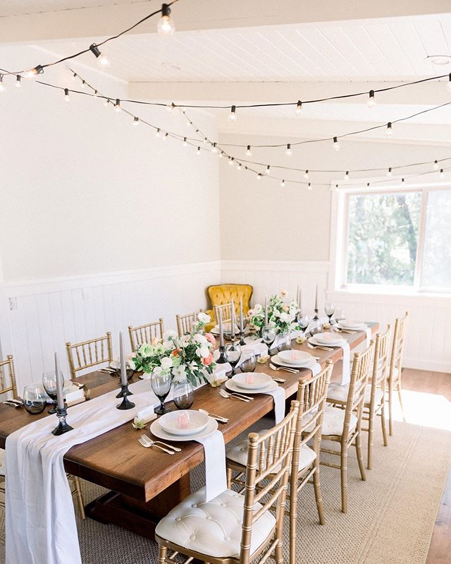 Spring time is the best time... for a little dinner party. 🥂// The hubs and I are hanging out with sweet friends this evening. How are you spending your Friday night? . . Photography @emilykirstenphoto  Design + Styling @goldenaspen_collective  Florals @thebloomandco . . #eventplanner #weddings #oregonweddingplanner #floraldesign #floraldesigner #flowerstagram #springflowers #dinnerparty #inspo #californiawedding #oregonwedding
