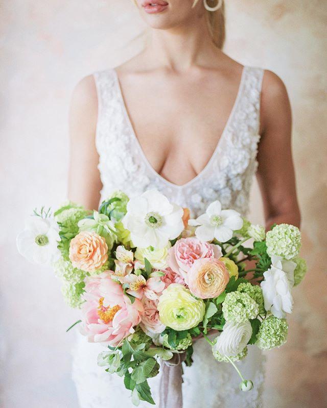 Some spring toned blooms for your Wednesday morning 🌿 . . Photography @katlynmariephotoart  Design + Florals @thebloomandco  Backdrop @jrd_artshop Gown @steshaho Calligraphy @artandalexander  Hair @seusbeauty Cake @mrscardscakes Chairs @rosewoodvintage . . #weddingplanner #florist #flowerstagram #elegant #bloom #fineartwedding #weddinginspiration #lightandairy #springwedding #summerwedding #localflowers #flowerfarm #weddingseason #seattleweddings #oregonweddings #californiaweddings