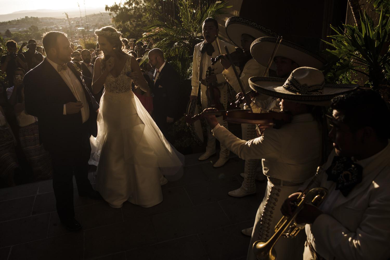 caroline_josh_casa_cariño_wedding_san_miguel_de_allende (293)_1.jpg