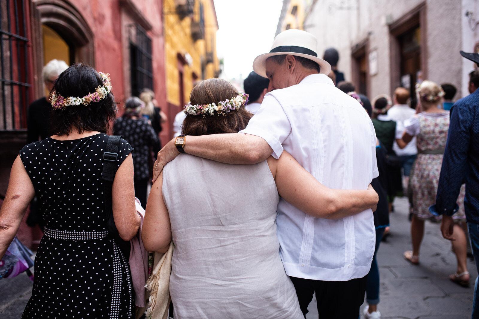 callejoneada_san_miguel_de_allende_wedding_photography_ (7).jpg