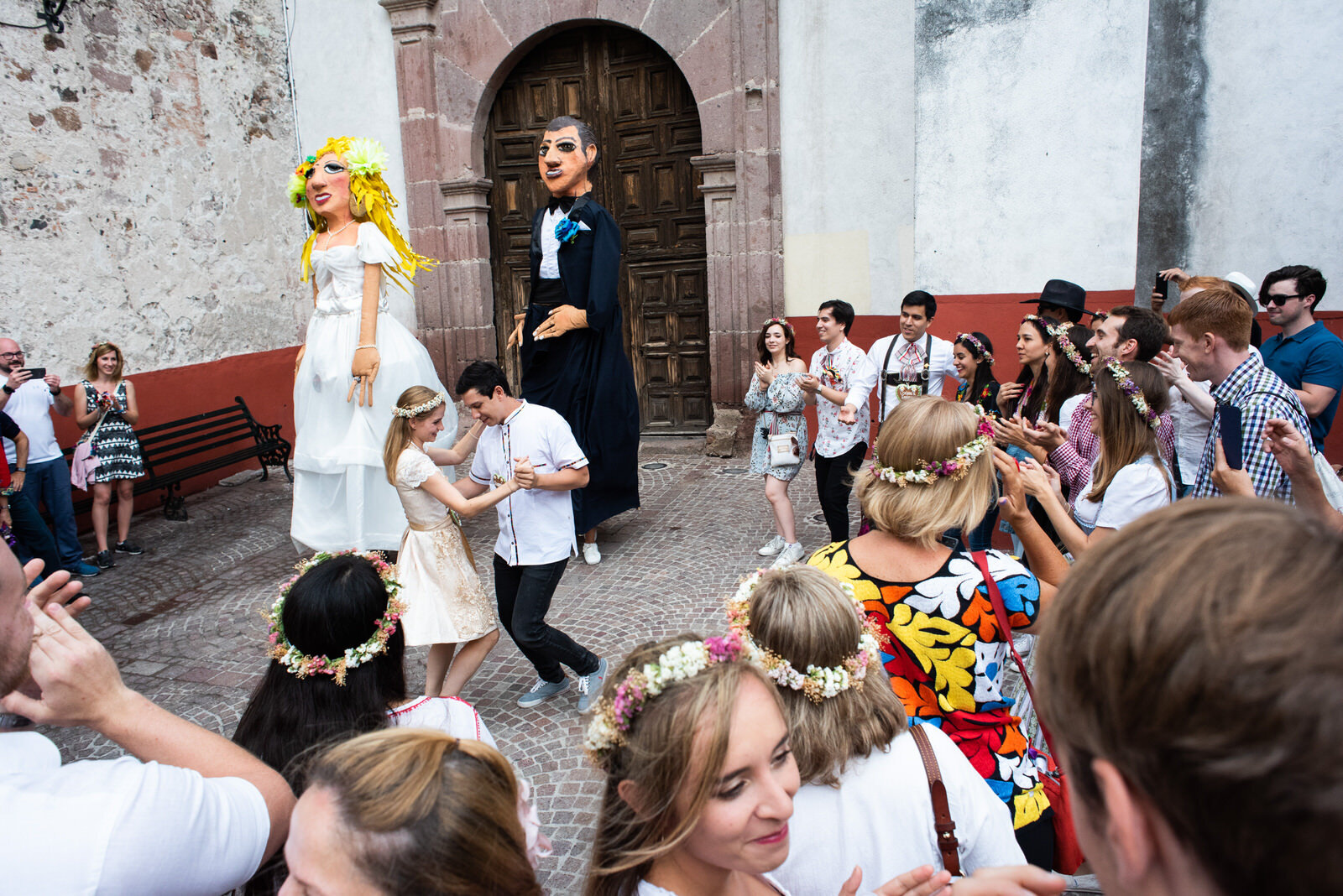 callejoneada_san_miguel_de_allende_wedding_photography_ (9).jpg