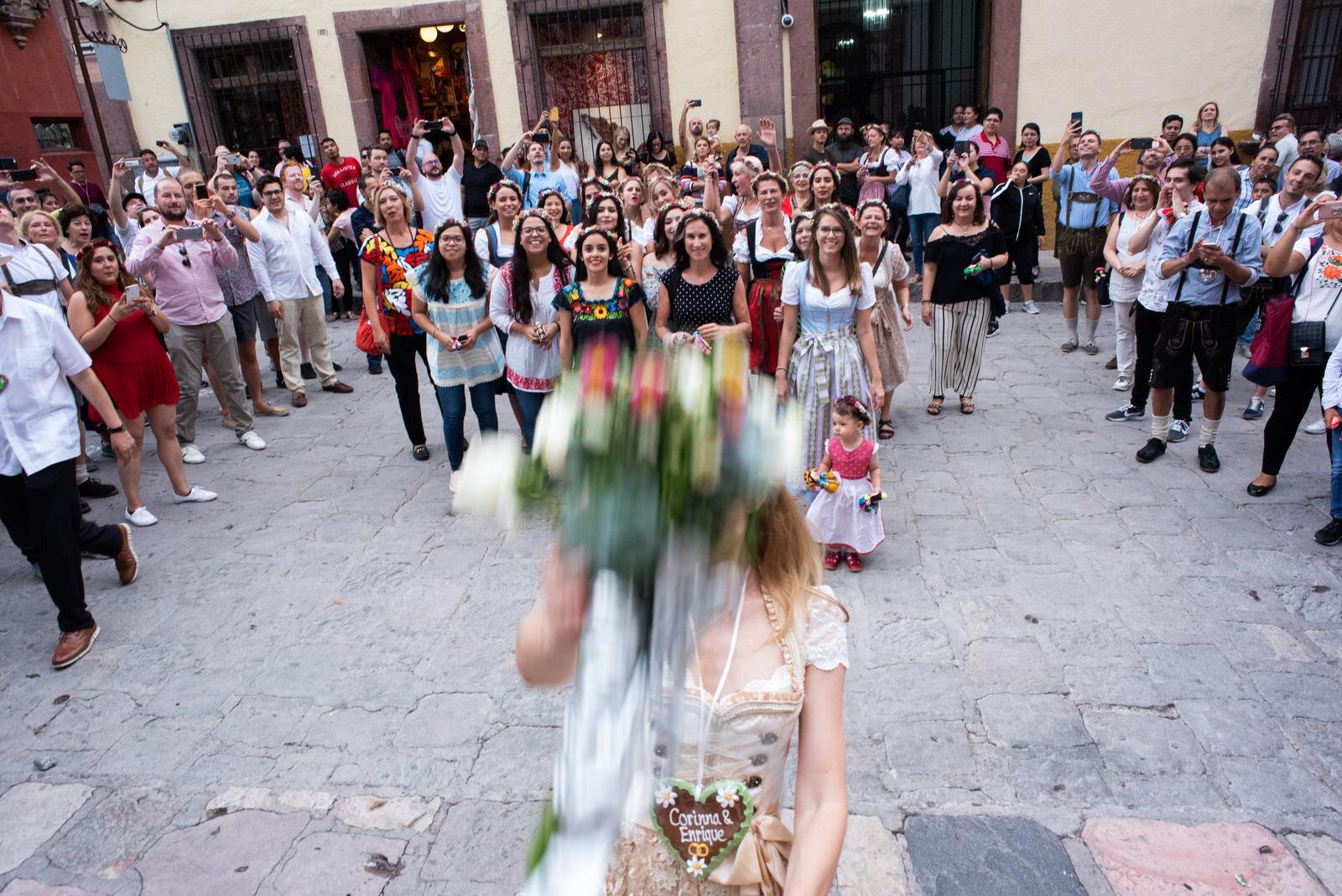 callejoneada_san_miguel_de_allende_wedding_photography_ (12).jpg