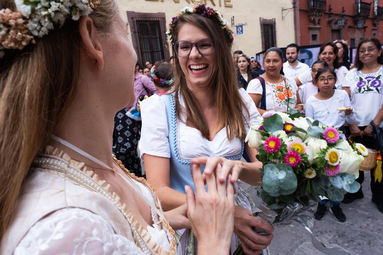 callejoneada_san_miguel_de_allende_wedding_photography_ (13).jpg