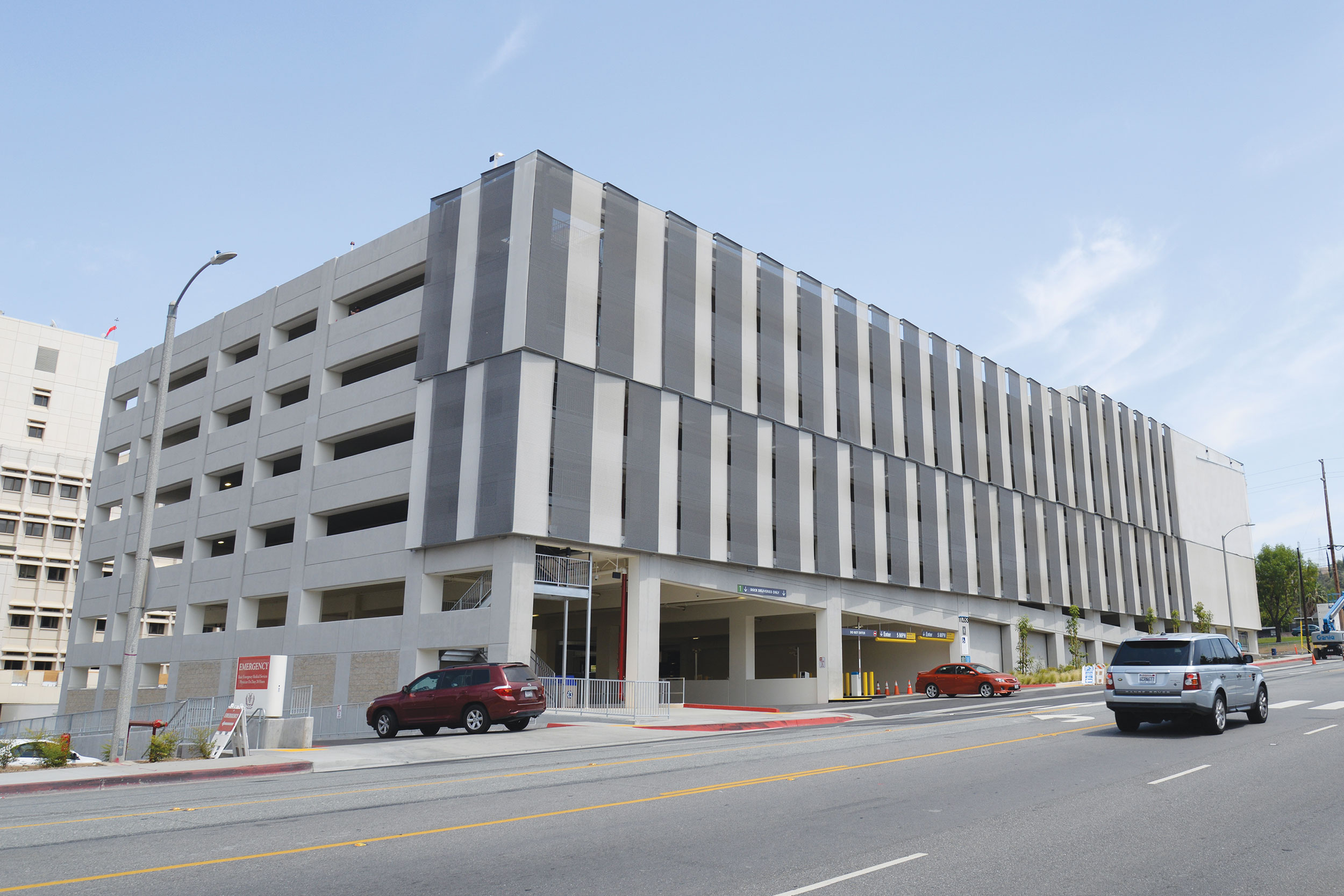 The hot, dry climate of San Bernardino meant sun protection and airflow were critical requirements for the façade. With a fast install time and simple fixing details Kaynemaile Armour exceeded the project requirements – providing enhanced air flow through beautiful louver-like strips.