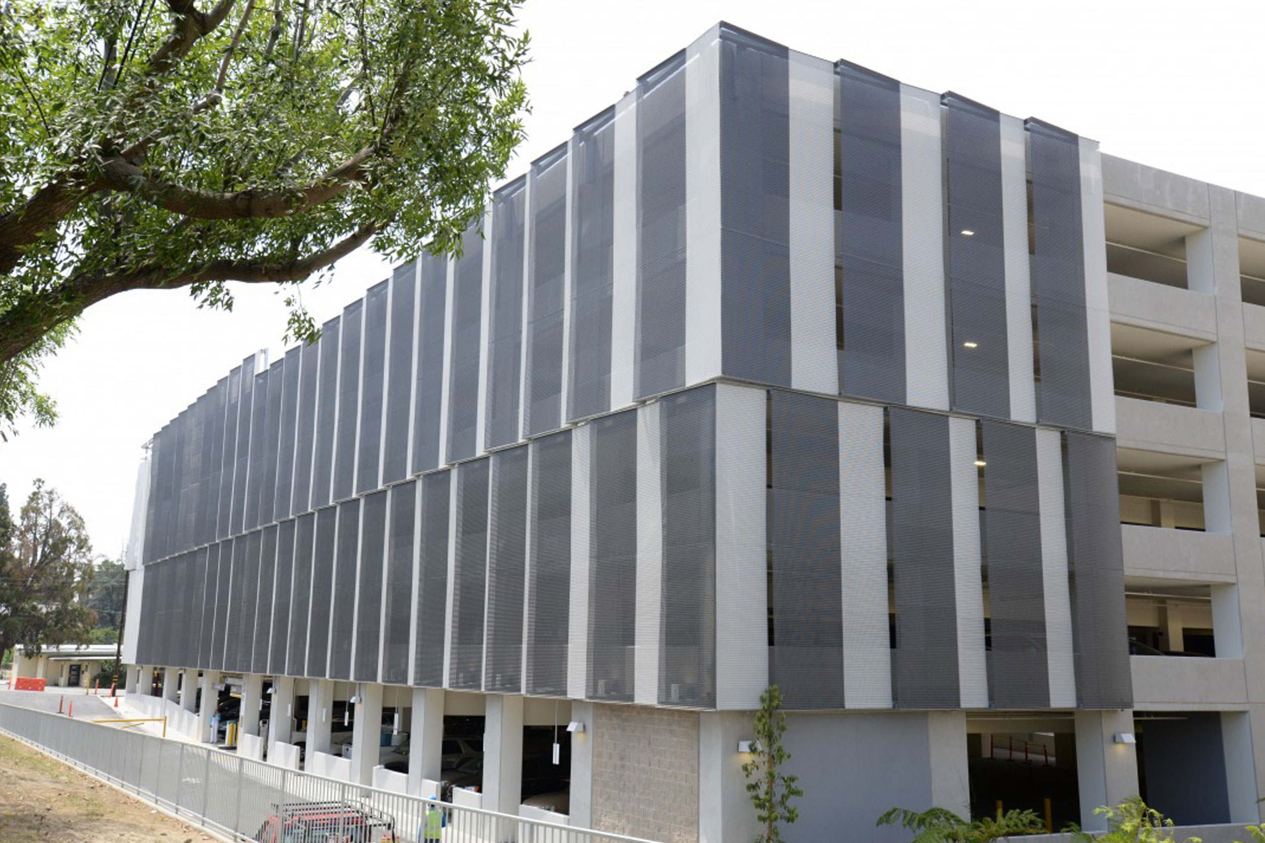 Loma Linda University Parking Garage with Kaynemaile architectural mesh