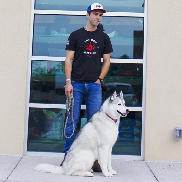 Kirk is kicking off his series of Group Classes with the Beginner Class today! Humans only this afternoon. Starts at 4:30p at the shop. 60 minutes for $39 or $139 for 3 class package deal. Learn the basics and apply immediately to puppy or your adult fur baby. Link in profile for Group Classes available this fall and winter!