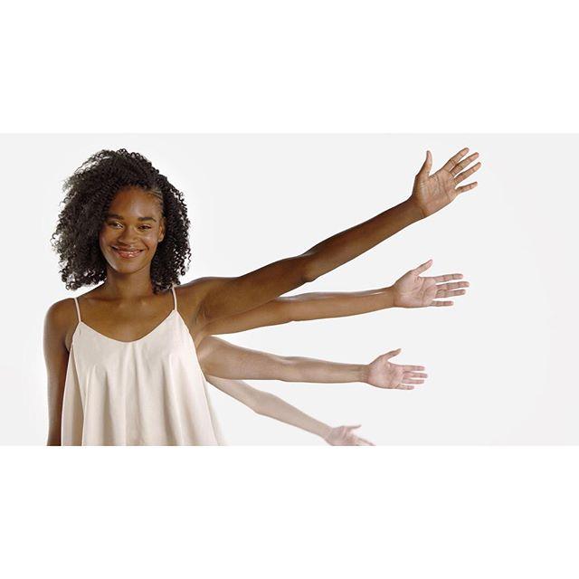 This is how it's done, Dove 😘 @taylorraealmonte @hello_brianna_cohen @jazellesartistry @dbonannoroo @sosheba _______________________________________________________ #beautymodels #skincaremodels #behindthescenes #betweentakes #onset #onsetlife #setlife #setlife🎥 #filmset #behindthescenes🎬 #ig_great_shots #ig_great_pics #artofvisuals #thecreatorclass #createcommune #thinkverylittle #onbooooooom #peoplescreative #beauty #skincare #shades #gradient #skintone #skintones #multiracial #blackmodels #unitedcolorsofbenetton #melaninpoppin #blackwomen #blackgirlmagic @dove