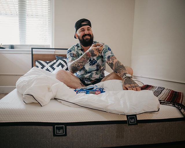 There is nothing better than a bed all to yourself, with @lullbed I can enjoy my new place straight from the bed whether it's for blogging, sleeping or eating snacks and streaming my favorite shows. Get $150 off your own Lull Mattress using my link lull.com/whittington #getyourlullon #ad #lull 📸: @thewilltaylor