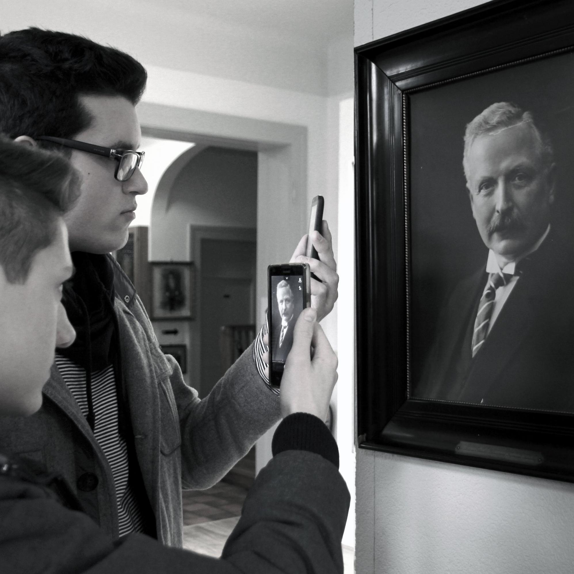 Museums skattejagt er vores helt nye indendørs aktivitet, hvor I sammen skal udforske museets ukendte skatte. -