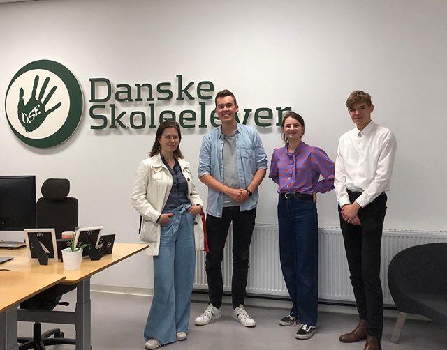 I dag har vi mødtes med @danskeskoleelever, som repræsenterer landets folkeskoleelever. En af deres mærkesager er bedre undervisningsmiljøer. De er også store modstandere af karakterkravene på gymnasiet!