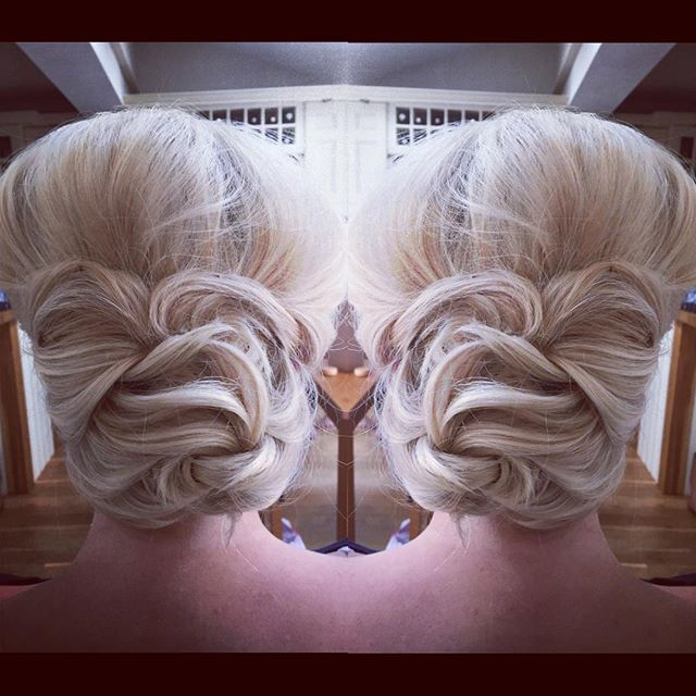 A #hairup I did last year that's up in my salon and I always get so many comments from it so I decided to share it again #hairbykatieattwood #bridesmaidhair #bridalhair #occasionhair to book your perfect wedding hair call 07411763918 📲📞👰🏼💋
