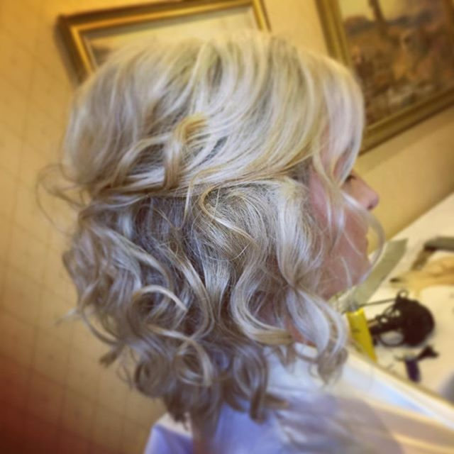 Curly half up half down for a bridesmaid on Saturday. For wedding hair bookings call 07411763918 #hairbykatieattwood #bridesmaidhair #weddinghair #halfuphalfdown #curlyhair #longbob #lobhaircut #weddinghair #weddinghairleicester #occasionhair