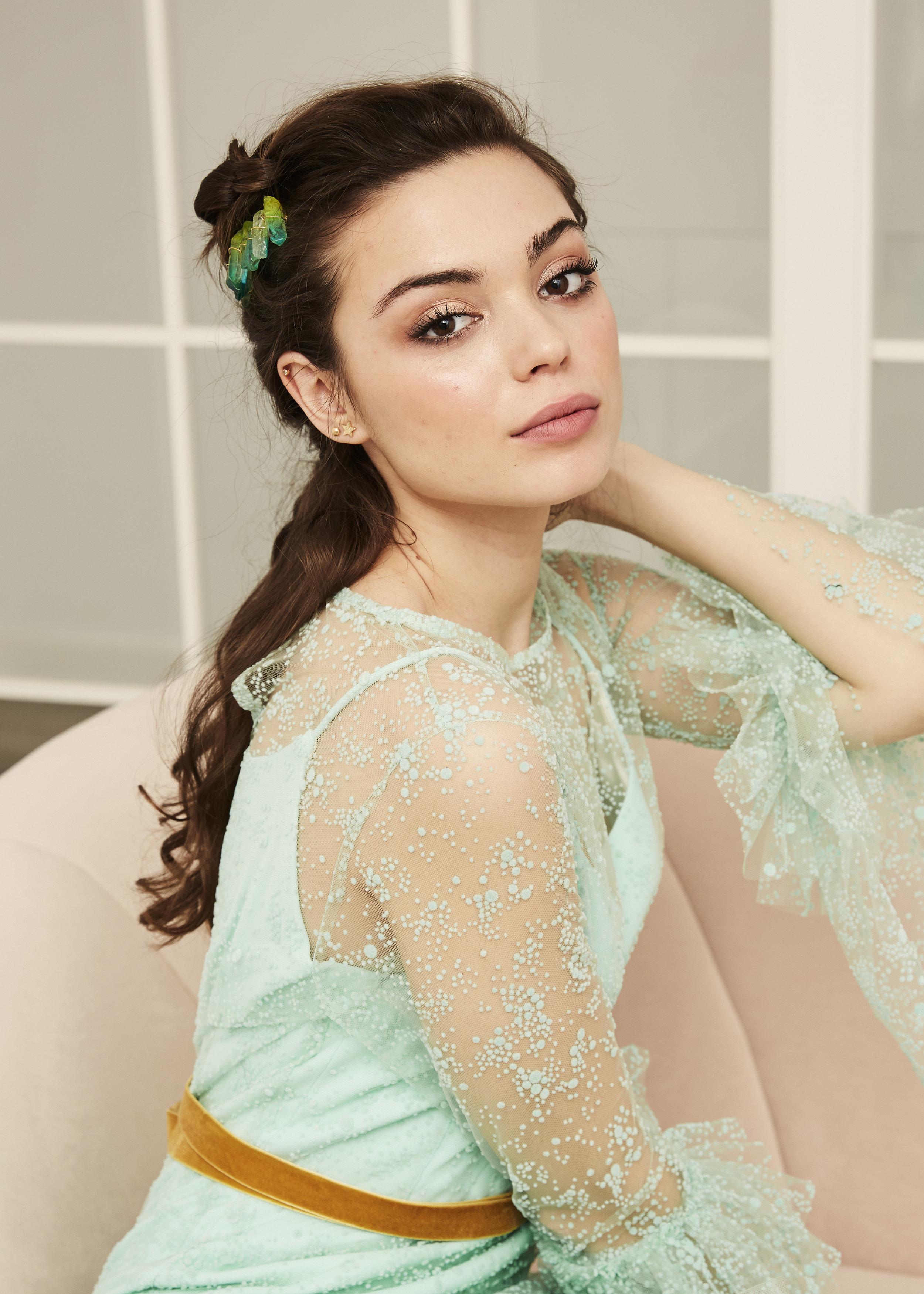 Irene con vestido en plumeti azul aqua ·S a o·  @lauralomasdesign   Pendientes: @acus_complementos  modelo: ✨Gold star✨  Tocado:  @jimenarilova  ♥️  Foto: @maritutunni  Maquillaje: @tespin.makeup