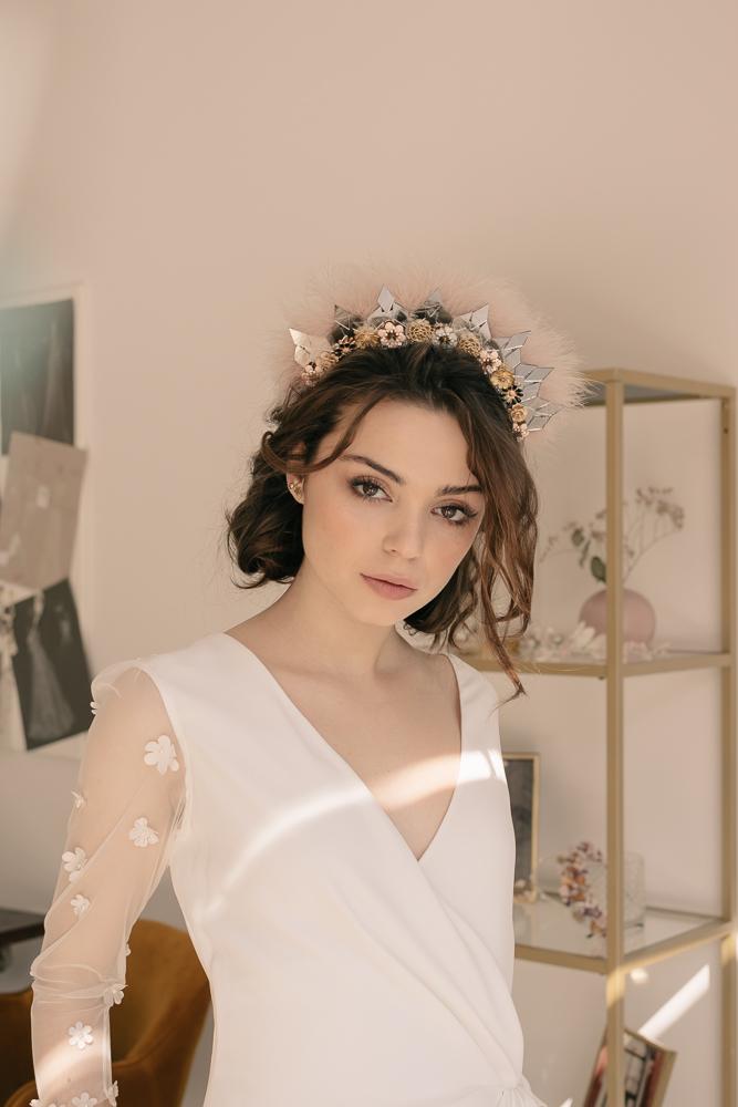 Irene con vestido ·M a y a·  @lauralomasdesign   Tocado:  @cocoluco   Pendientes: @acus_complementos  modelo: ✨Gold star✨  ♥️  Foto: @taliann_  Maquillaje: @tespin.makeup