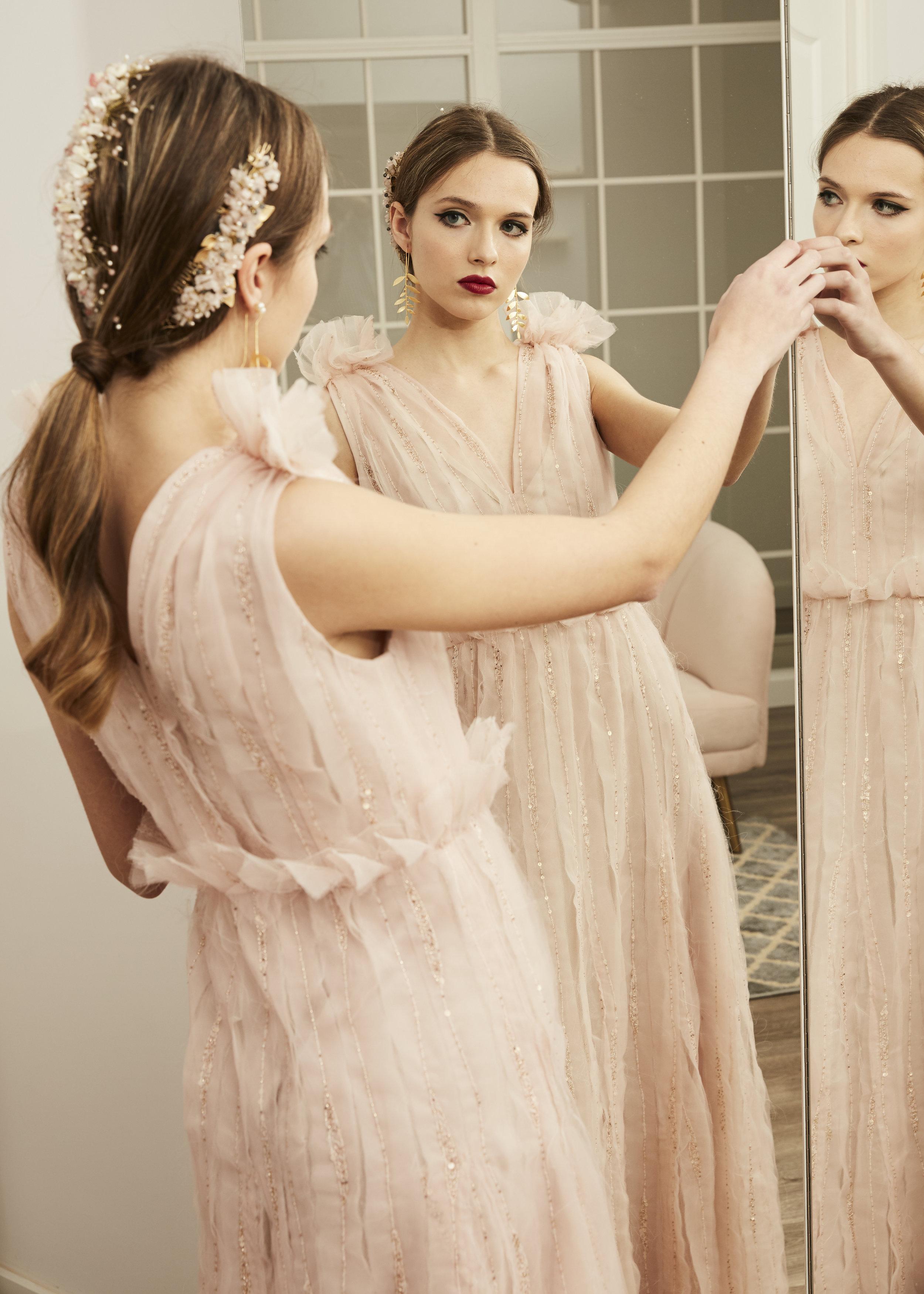 Andrea  con vestido ·B e r o e·  @lauralomasdesign   Pendientes: @acus_complementos  modelo: ✨Baobab✨  Tocados:  @cocoluco  ♥️  Foto: @maritutunni  Maquillaje: @tespin.makeup