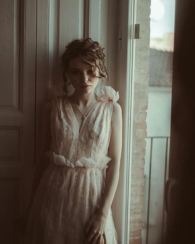 🌠 ~ U N I V E R S O  F E M E N I NO~ ________________ . Colección para las novias de 2020 inspirada en los trabajos de artistas modernistas como Alfons Mucha y sus icónicas figuras femeninas y delicadas. Mod.: •B e r o e • . . . 💜 . Fotografía:@sergiognzalez  Modelo:  @ireneeaguilera Maquillaje:@tespin.makeup . . . #universofemeninoMLL #noviasamedida #ateliernovias #vestidosdenovia #weddingdress #bridal #novias