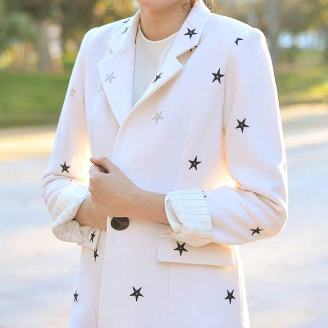 Novias civiles con estrella 💫 Diseñamos tu vestido traje o whatever 💥 para que seas tú al 100% el día de tu boda.