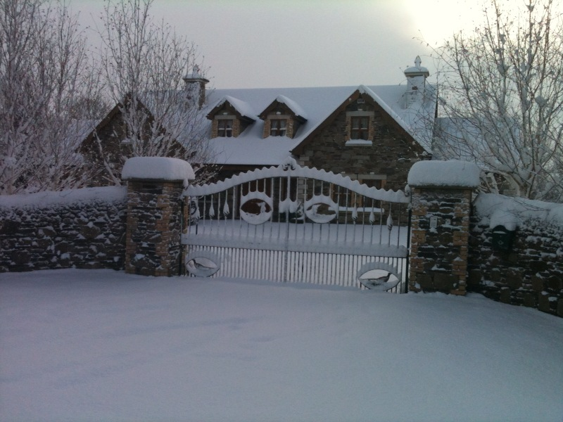 Lodge in the Snow Dec 2011.JPG