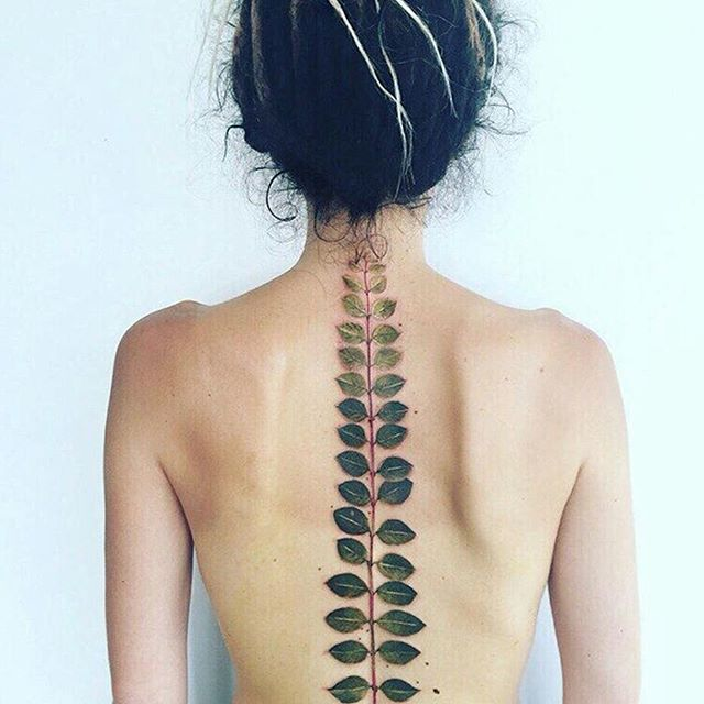 Introducing Pis Saro, the botanical tattoo artist. Talk about feeling at one with nature @pissaro_tattoo