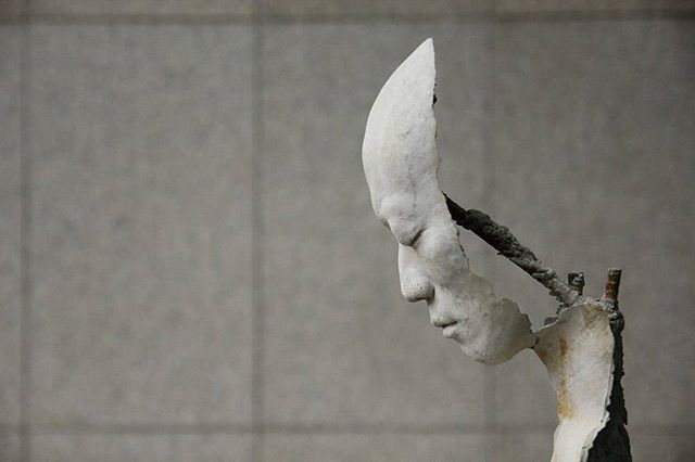 South Korean sculptor Park Ki Pyung uses resin and steel to create hollow human sculptures.⠀ ⠀ #art #sculpture #parkkipyung #southkorea #hollow
