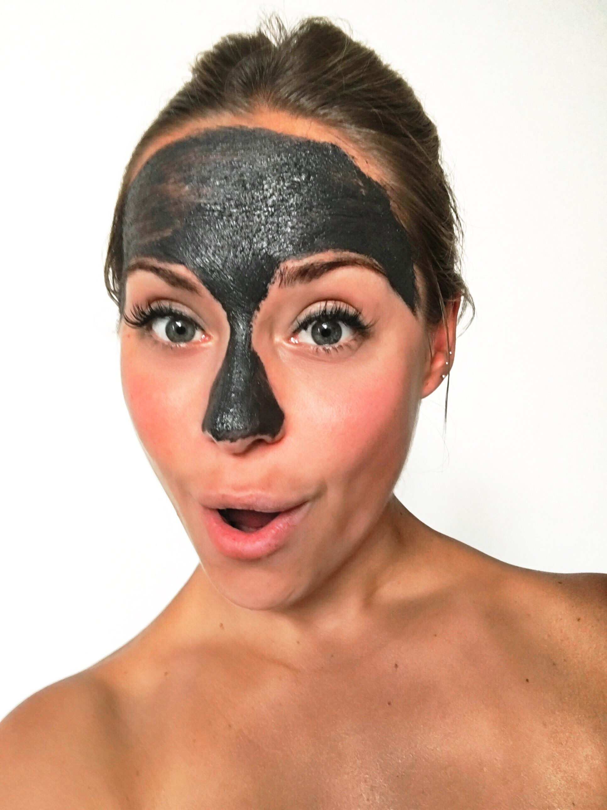 """Step 1: EXTRA VITALITY EXFOLIATING MASK– Exfoliates and Illuminates the Skin. - An exfoliating mask that provides the heart of skin cells with trace elements extracted from precious and semi-precious stones. The combination of these stones, together with activated carbon and volcanic clay, cleanses and renews, revealing luminous skin full of vitality.Its deep gray color, its fresh, creamy texture, and its delicate aroma make it an experience for all senses. It's suitable for all skin types.Indicated forCleansing, regenerating and revitalizing all skin types, except for the very sensitive ones. Increases skin luminosity and Refines the skin's texture.FormulaVolcanic clay regulates disorders of """"imperfect"""" skin.Active Carbon cleanses the skin in depth and reduces the size of pores.Hematite helps re-densify the skin and recover its firmness.Smithsonite favors natural repair.Diamond, its extract in micronized powder form stimulates the skin's defenses."""