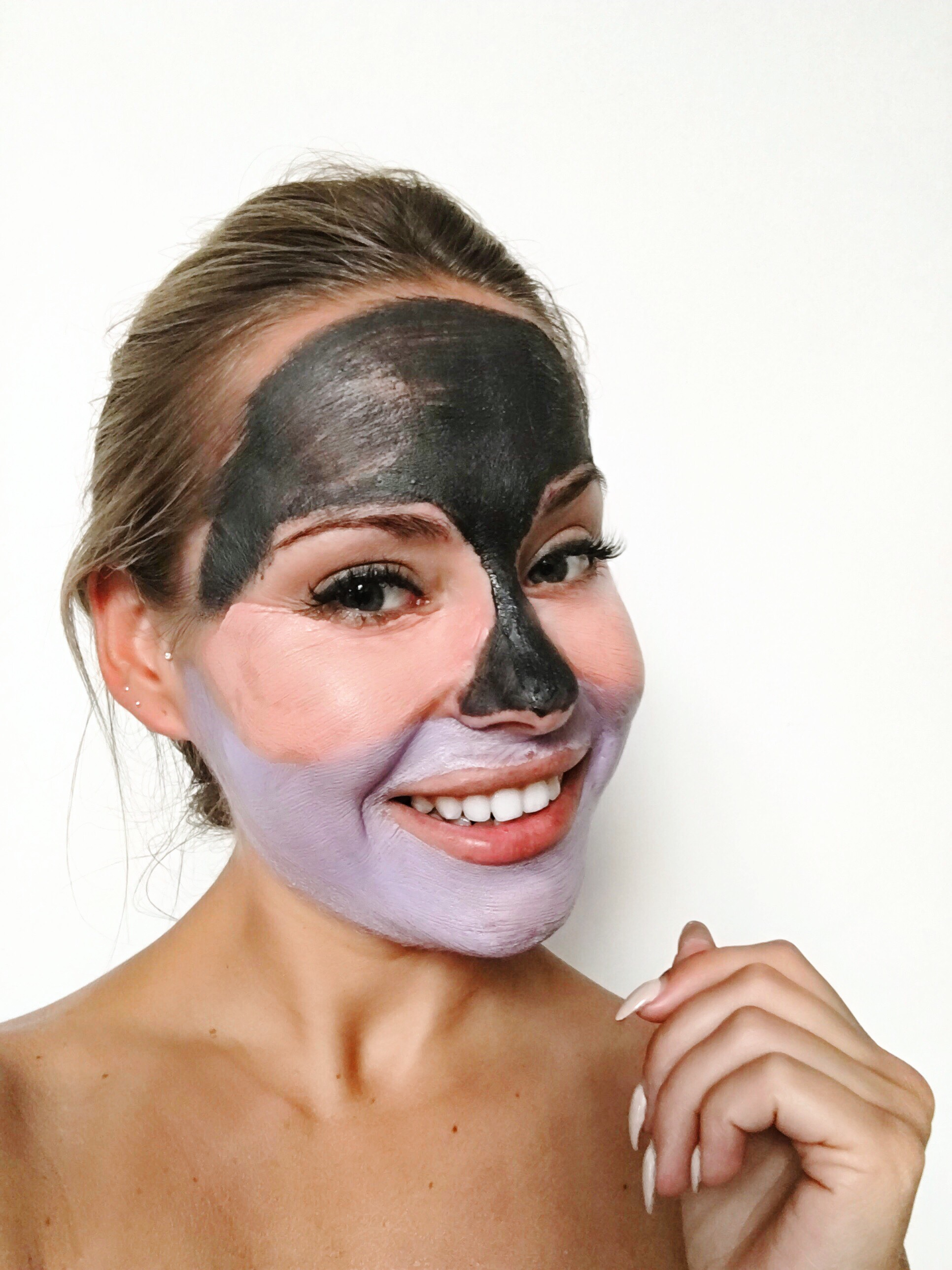 Step 3:DETOX ENERGIZING MASK– Detoxifies and Revitalizes - A purifying mask, of violet color, that immediately restores suffocated and environmentally damaged skin, providing it with an extra supply of energy.The White Clay and Pure Vital Clay that make up this mask are a complete duo to facilitate the oxygenation and protection of the skin, which together with the light texture and intense fragrance make, when applying the mask, the skin and the senses fill with energy.Indicated forPurifying and deeply oxygenating all skin types.Relaxing and soothing the features.Achieving an anti-fatigue effect.FormulaWhite Clay, its absorbing capacity makes it the perfect ally to eliminate impurities.Pure Vital Clay, improves superficial microcirculation and the supply of oxygen to skin cells.Defense Detox Complex, its properties helps the skin protection and detoxification. Blocks the formation of free radicals and neutralizes those already formed, allowing to fight against skin intoxication produced by environmental stress.
