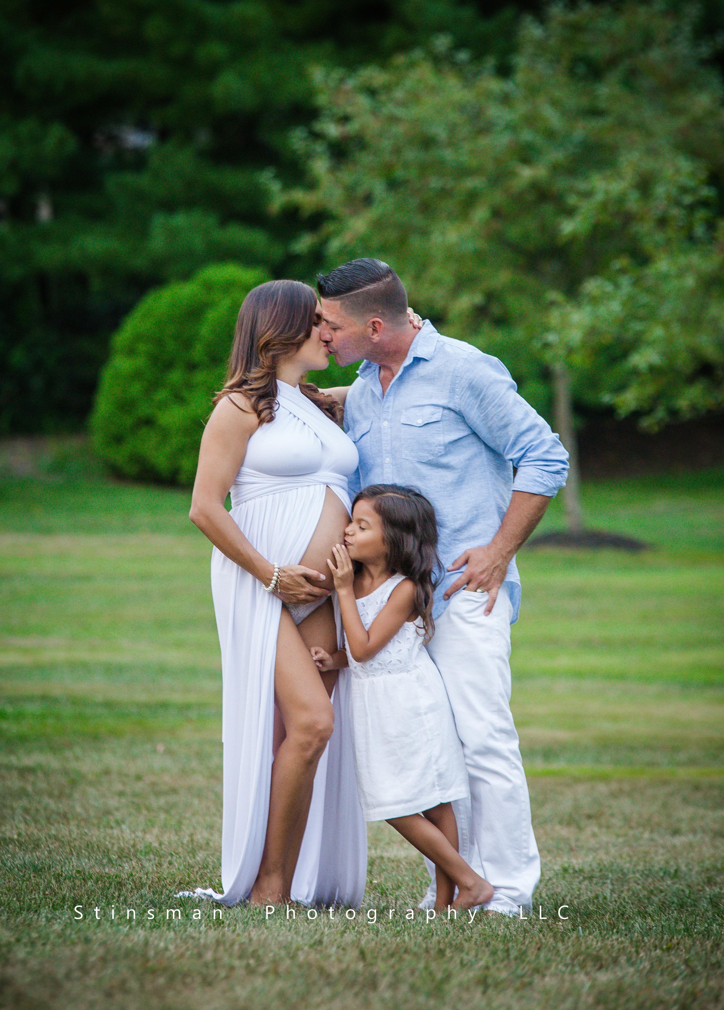 kissing pregnancy photo kissing
