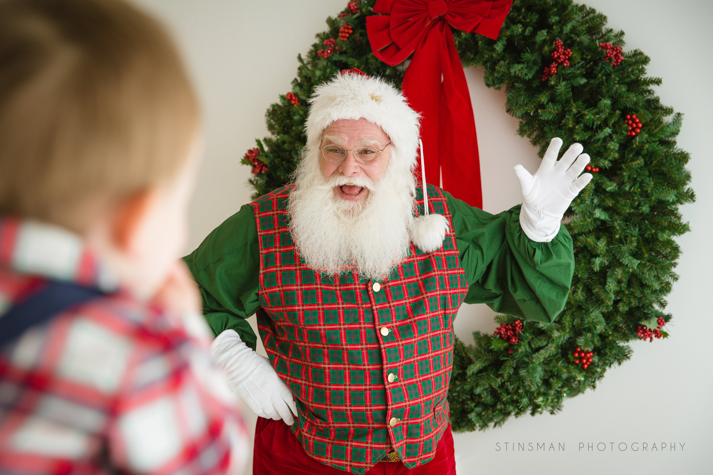 Santa waving to a scared little boy in burlington nj photo studio