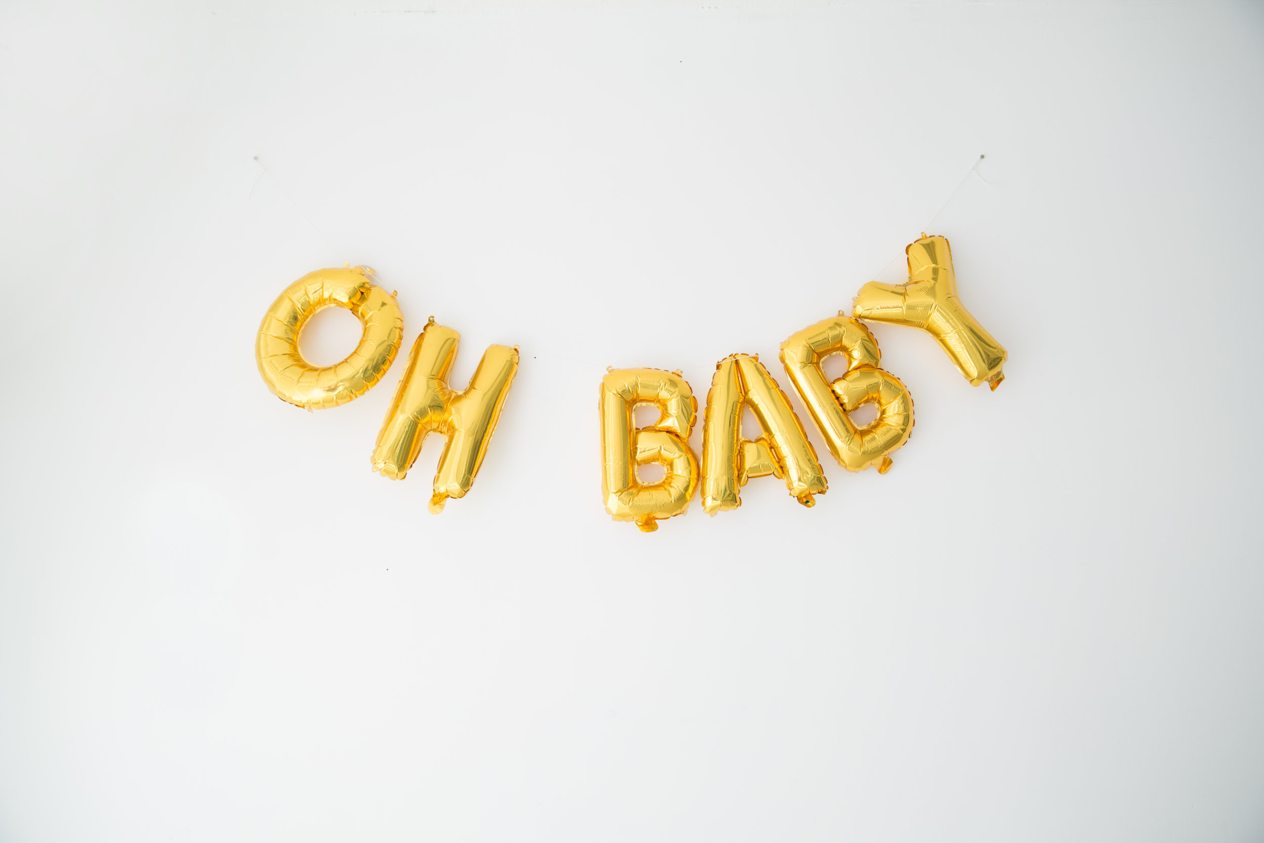oh-baby-gold-balloons-in-burlington-new-jersey-photo-studio
