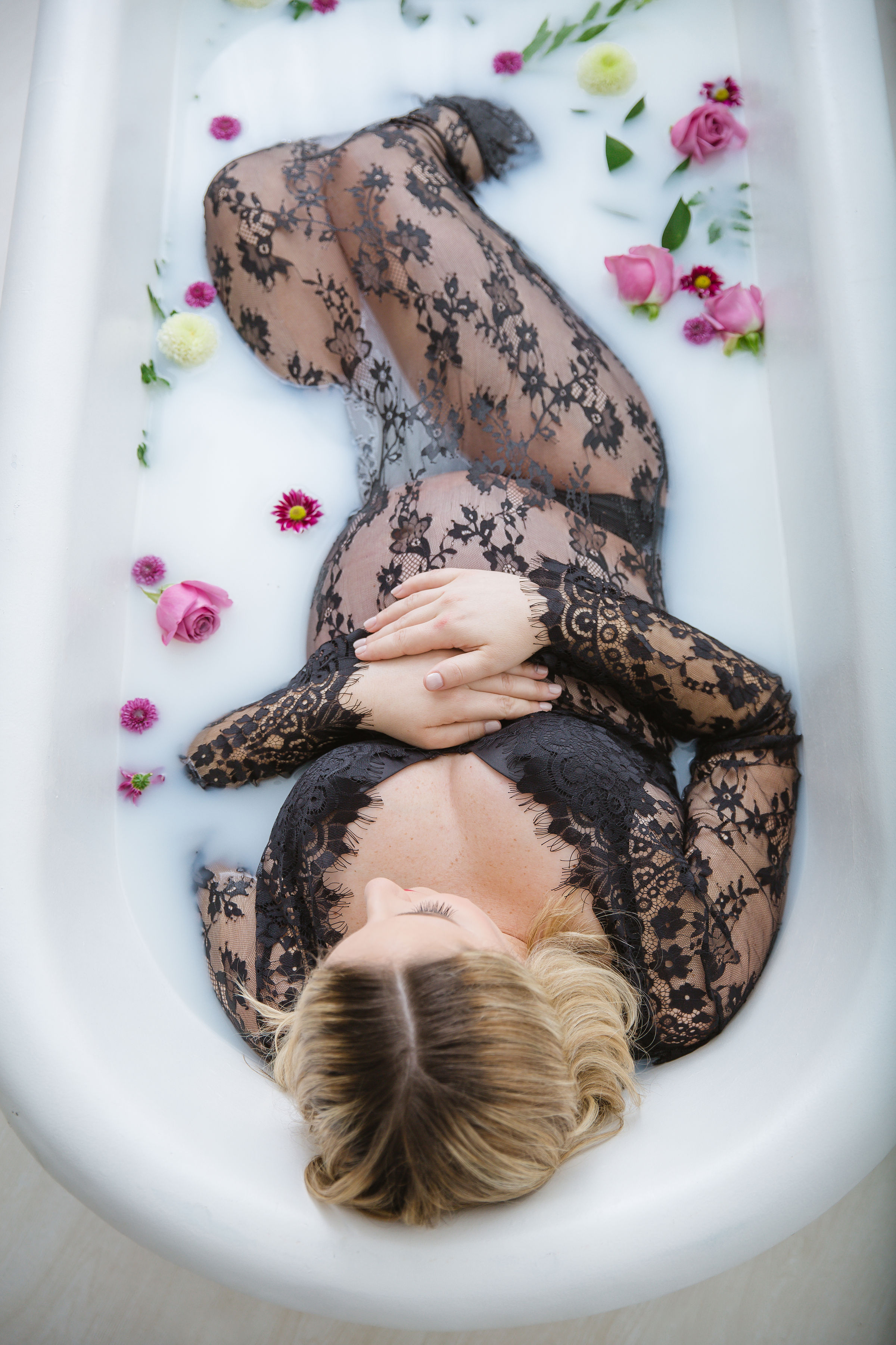 milk-bath-in-studio-maternity-session-burlington-new-jerset