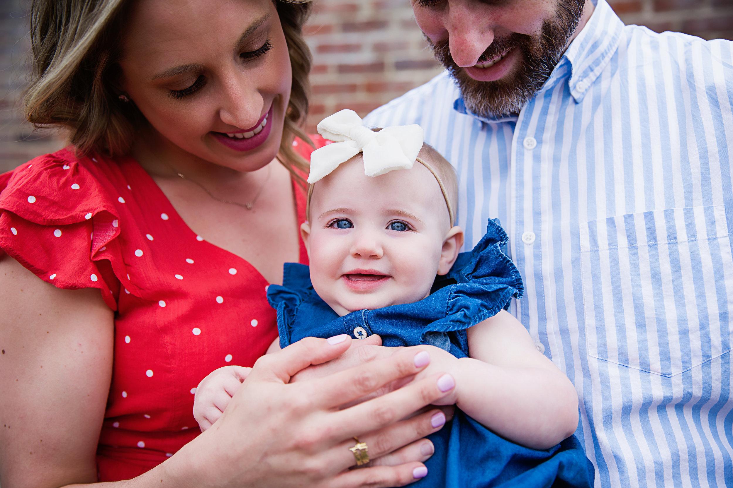family-first-birthday-photo-shoot-white-bow