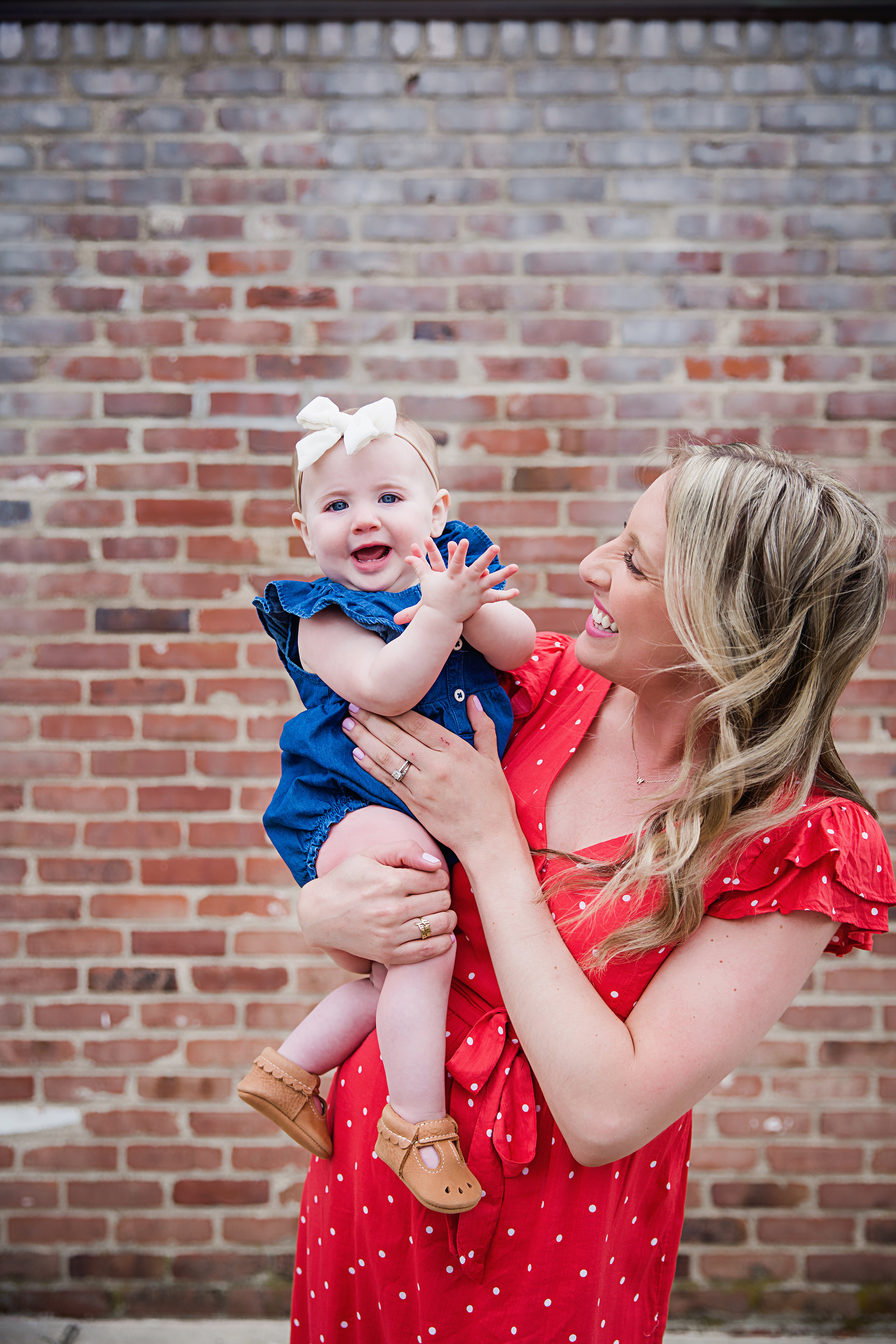 mommy-holding-baby-first-birthday-photography-shoot-brick-background