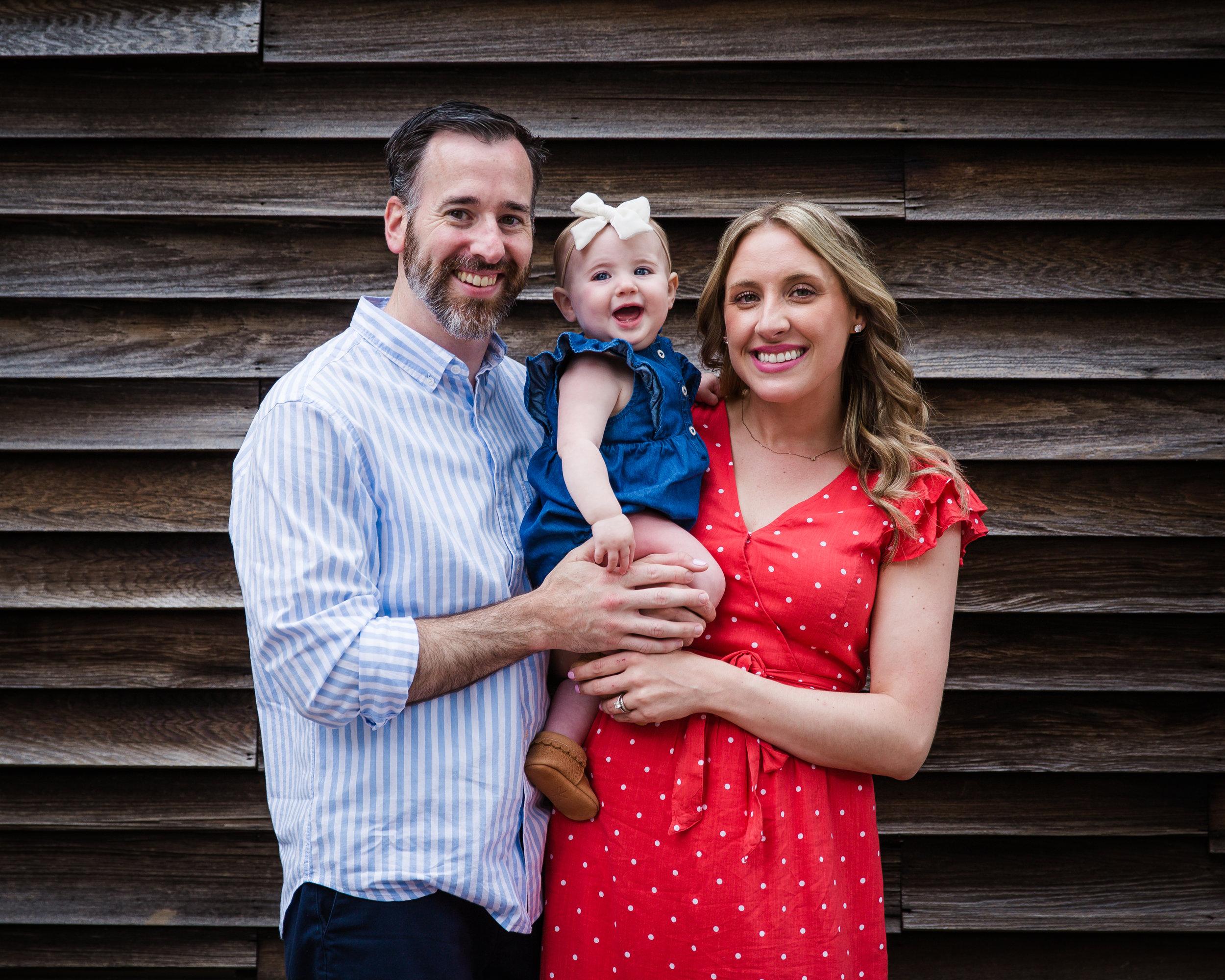 family-photo-first-birthday-celebration-photography-mommy-daddy