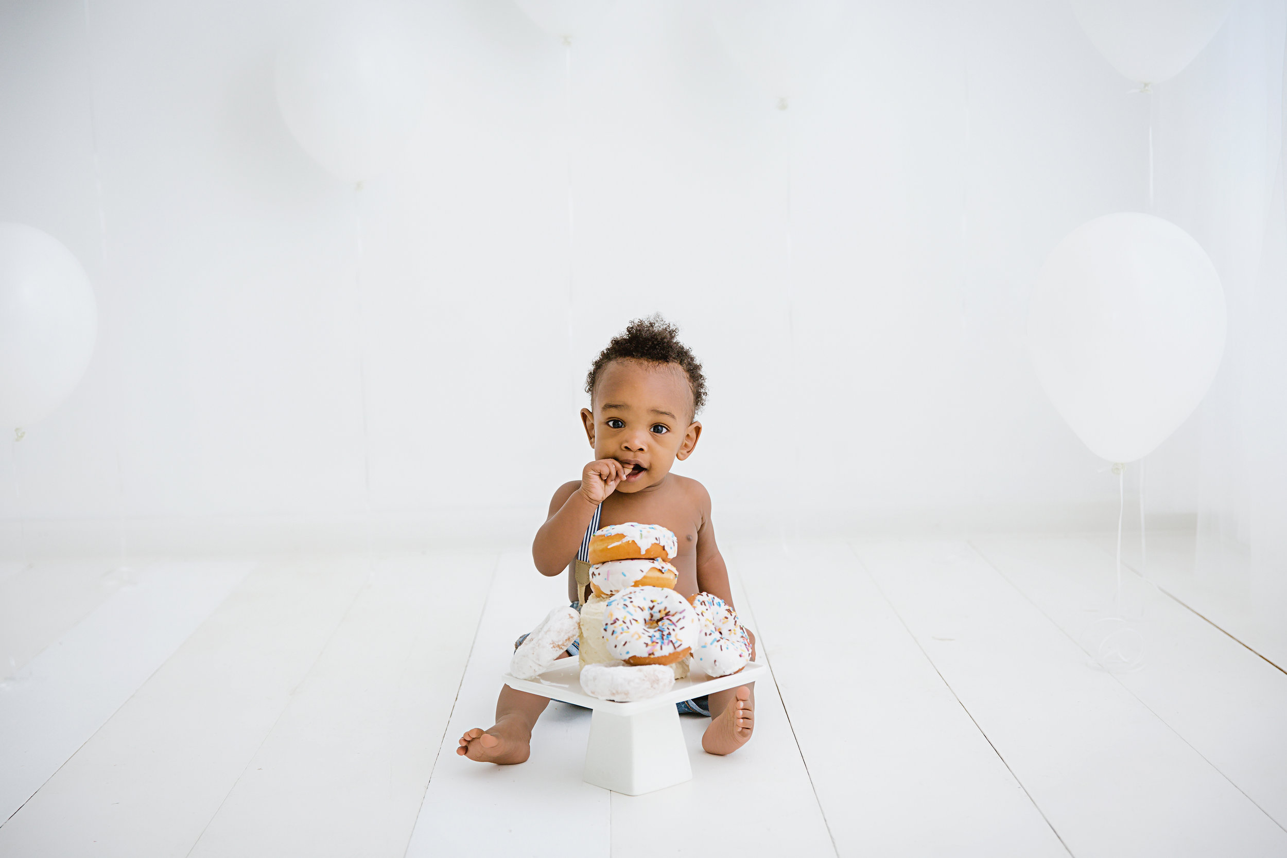 one-year-old-baby-boy-with-white-cake-and-white-balloons-in-south-jersey-photo-studio