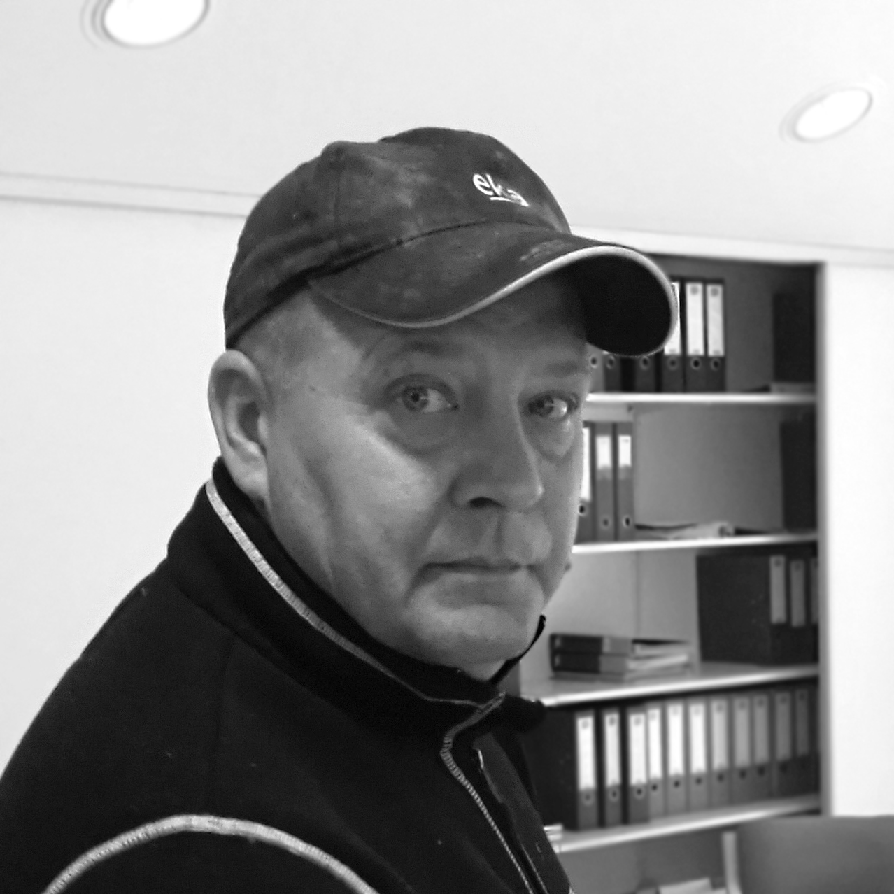 Bjørn Næss Hansen     Eier/Driftssjef     bjorn@brdr-hansen.no    + 47 91 10 30 63
