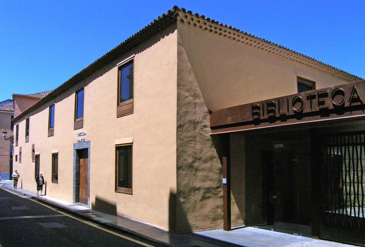Correa EstÇvez Arquitectura - Biblioteca Insular Adri†n Aleman 01.jpg