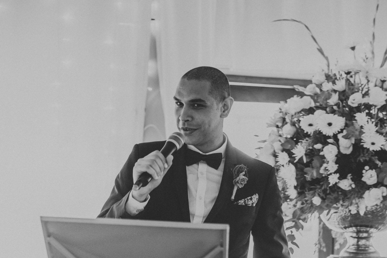 Natural storytelling wedding photography