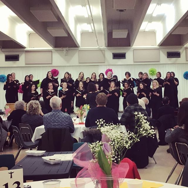 Anyone else ready for spring in Edmonton? When all you're singing is spring like music, absolutely! Didn't it look more like spring, inside at least, a few weeks ago at our dinner auction? Whether the weather is ready or not, our spring concert is a few weeks away, join us May 12! Details coming your way!. . . . #Yeg #yegchoir #yegchoirs #ariose #choir #yegmusic #yegarts #ariosewomenschoir