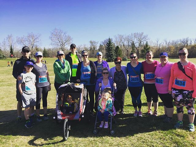Team Ariose at this morning's @choiralberta Run for Music! What a fantastic start to the weekend, gorgeous weather, beautiful music along the way, and we surpassed our fundraising goal helping both our choir and Choir Alberta!. . . . #choiralberta #runformusic #runformusic2018 #run #runner #running #choir #choral #choralmusic #sing #abmusic #abrun #albertarunner #yeg #igyeg #yegchoir #yegmusic #yegsinger #yegrun #yegrunner #yegrunning #yegfitness #yegevents #laurierpark #yegrivervalley #5k #10k #funrun #ariose