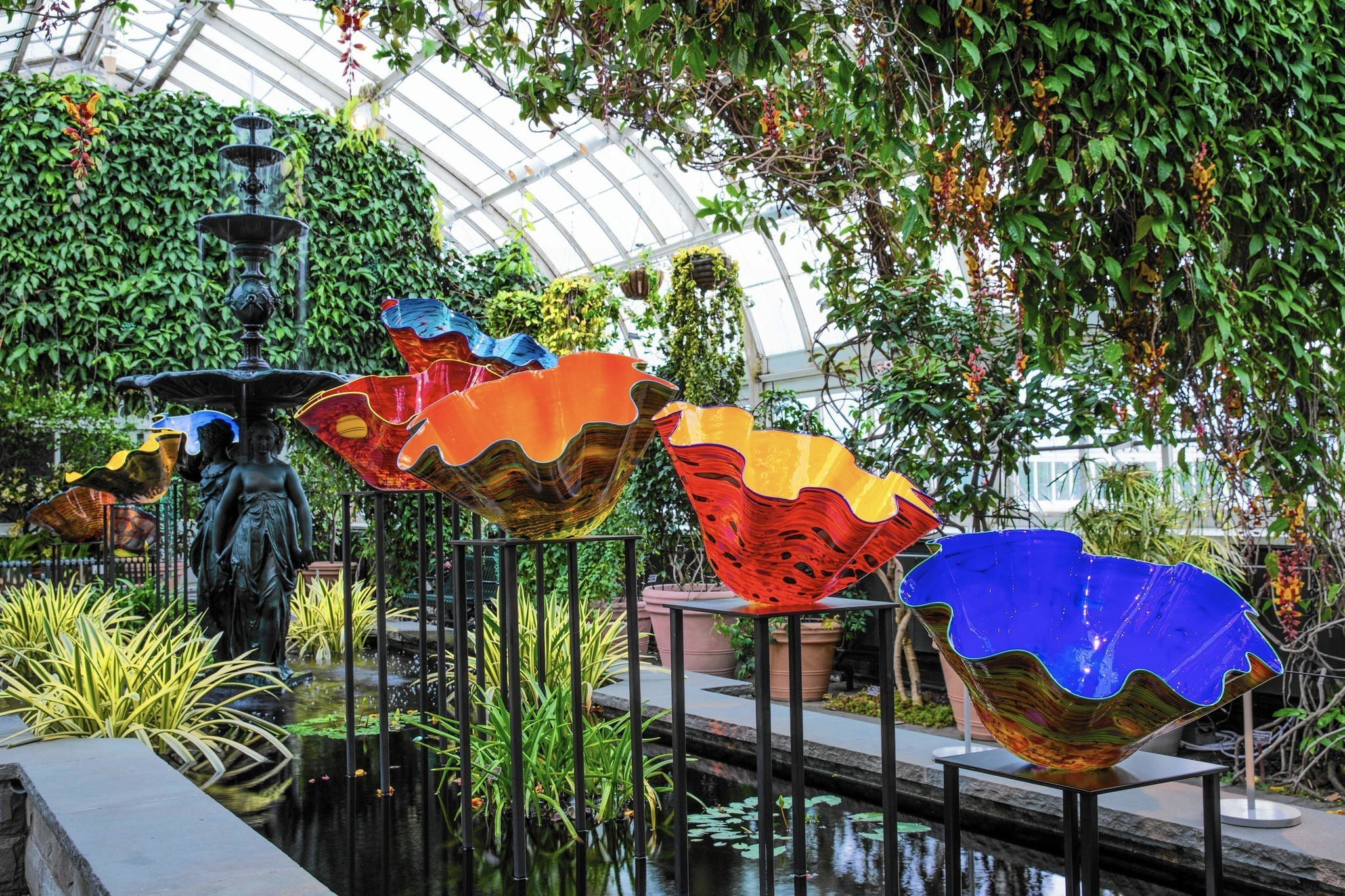 Dale Chihuly,  Macchia Forest ( 2017)  Image via  Chicago Tribune