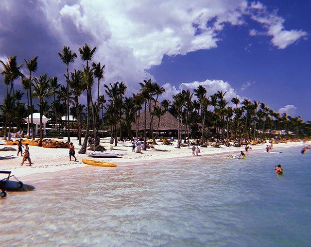 Piece of paradise 🏝 . . . . . #barcelobavaropalacedeluxe #barcelobavarobeach #puntacana #republicadominicana #travel #trip #casamentotacielocomsub #viagem #ferias #praia #decolar #paradise